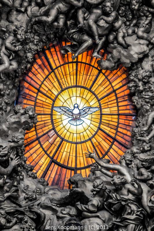 Der Heilige Geist in der Cathedra Petri | Stichwörter: Cathedra Petri, Color-Key, Heiliger Geist, Petersdom, Rom, Taube, Vatikan | Kategorien: Architektur, Italien, Portfolio