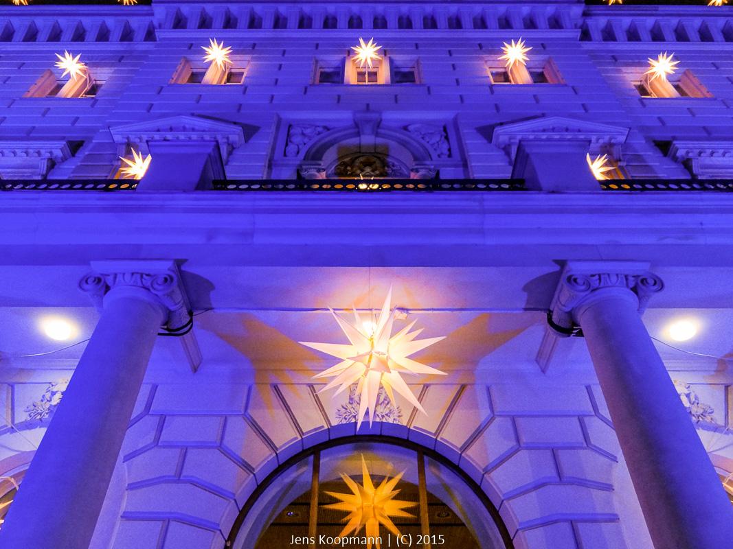 Frohe Festtage und einen guten Rutsch! | Stichwörter: Berlin, Weihnachten, Weihnachtsstern, Weihnachtszeit | Kategorien: Architektur, Berlin, Portfolio