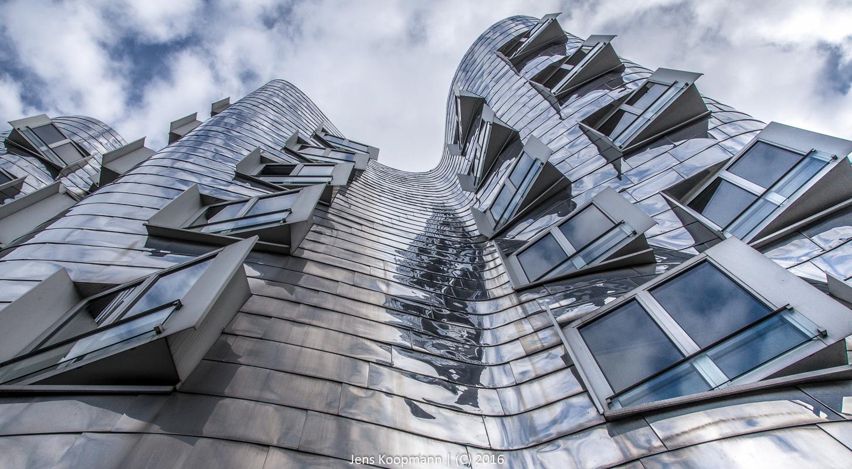 Chaotisches Wohnen am Medienhafen | Stichwörter: Düsseldorf, Ghery Bauten, HDR, Medienhafen, Neuer Zollhof | Kategorien: Architektur, Düsseldorf, Portfolio