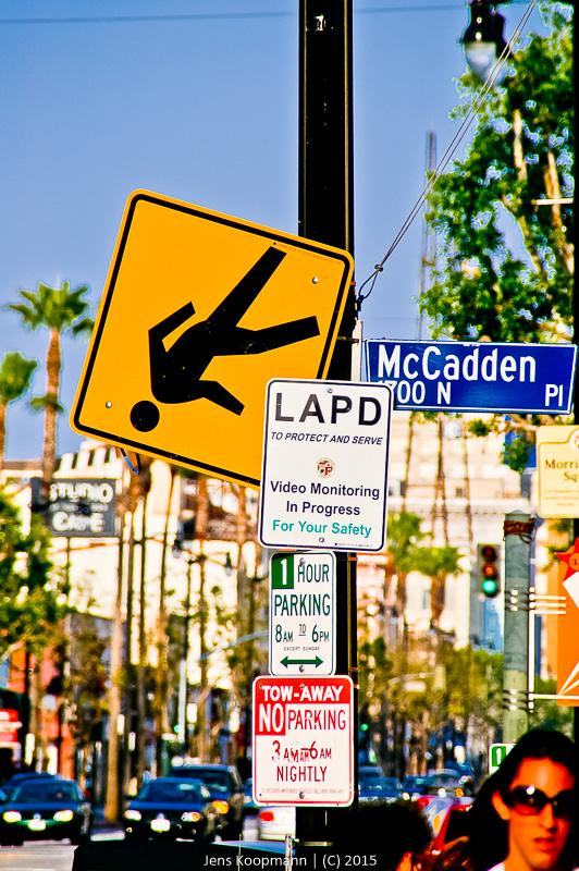 Vorsicht, fallende Menschen!   Stichwörter: Hollywood, LA, Los Angeles, USA   Kategorien: Portfolio, Street Photography